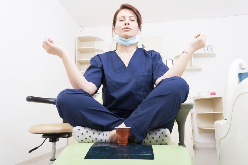 Conheça o Yoga: prática milenar recomendada para médicos e pacientes