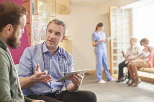 Como conquistar novos clientes para a sua clínica? Entenda o papel da experiência positiva nesse processo!