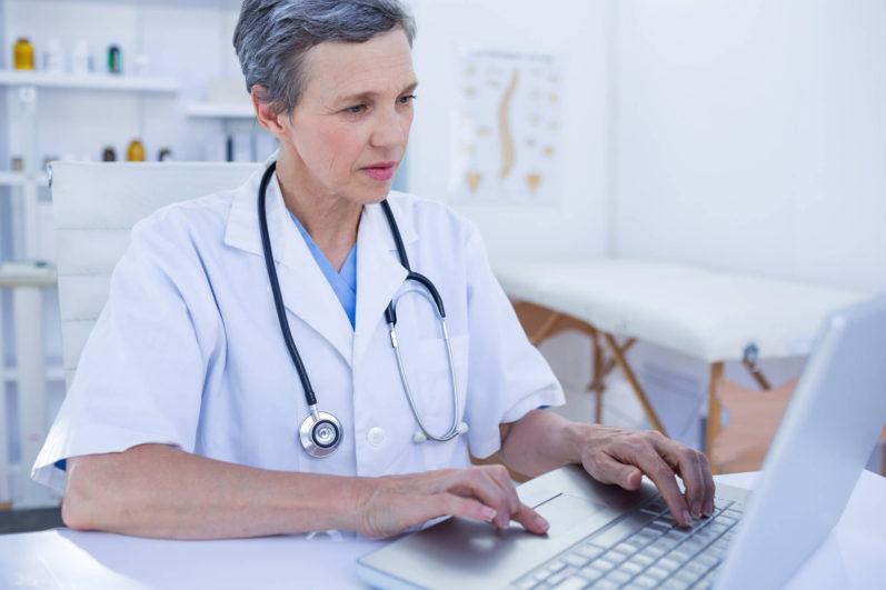 Entenda as vantagens e saiba como emitir nota fiscal eletrônica para clínicas