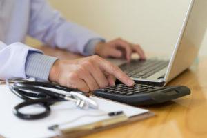 Folha de pagamento de clínica: 4 coisas que você precisa saber!