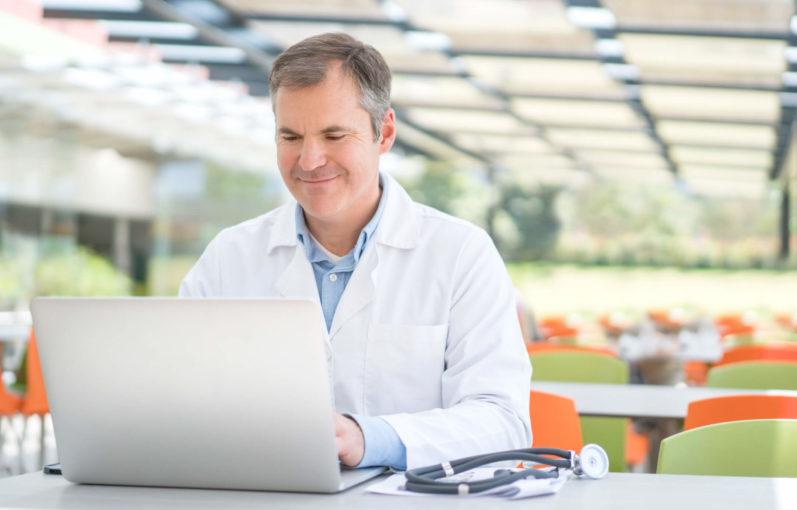Guia completo para entender tudo sobre CRM para clínica médica!